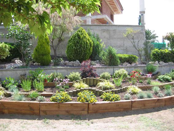 Decoracion jardines con traviesas maderas garcia varona for Imagenes de decoracion de jardines