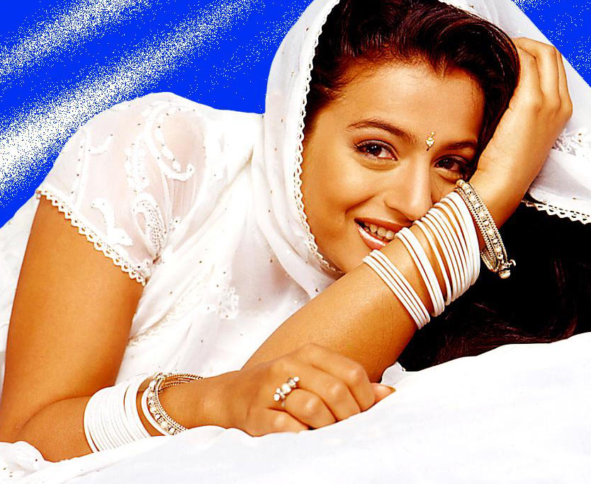 Amisha Patel Hot Kiss