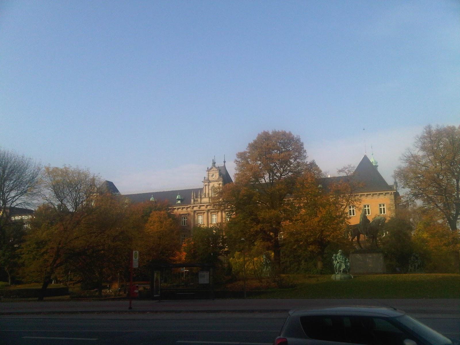 Holstenwall Höhe Brahms-Kontor - Blick auf das Amtsgericht