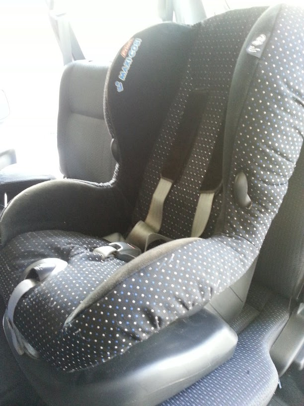 JoyS of Toy & Baby Stuff: Maxi Cosi Priori PolkaDot Car Seat