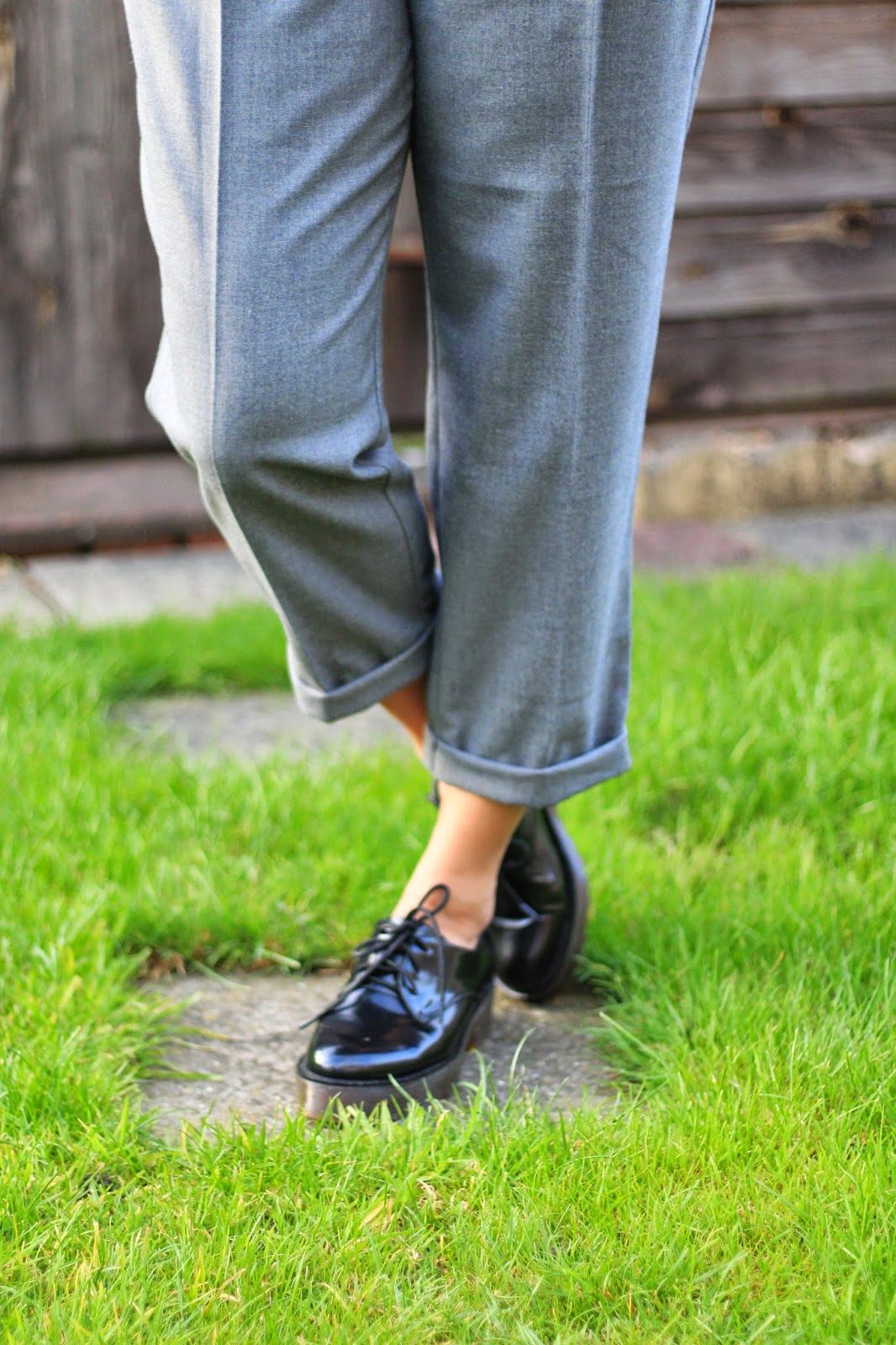 how to wear grey trousers