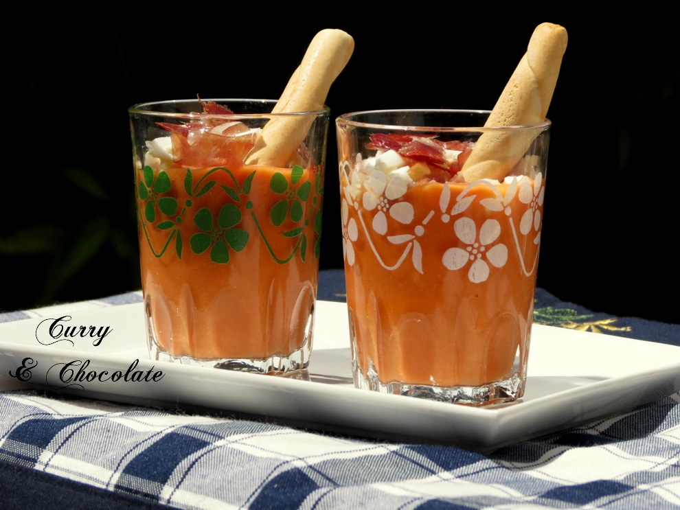 Salmorejo cordobés (Spanish Creamy Cold Tomato Soup)