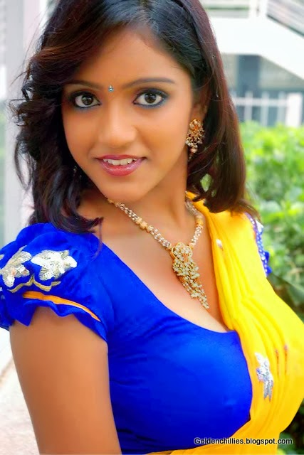South Indian actress Keerthi HOT navel show photos