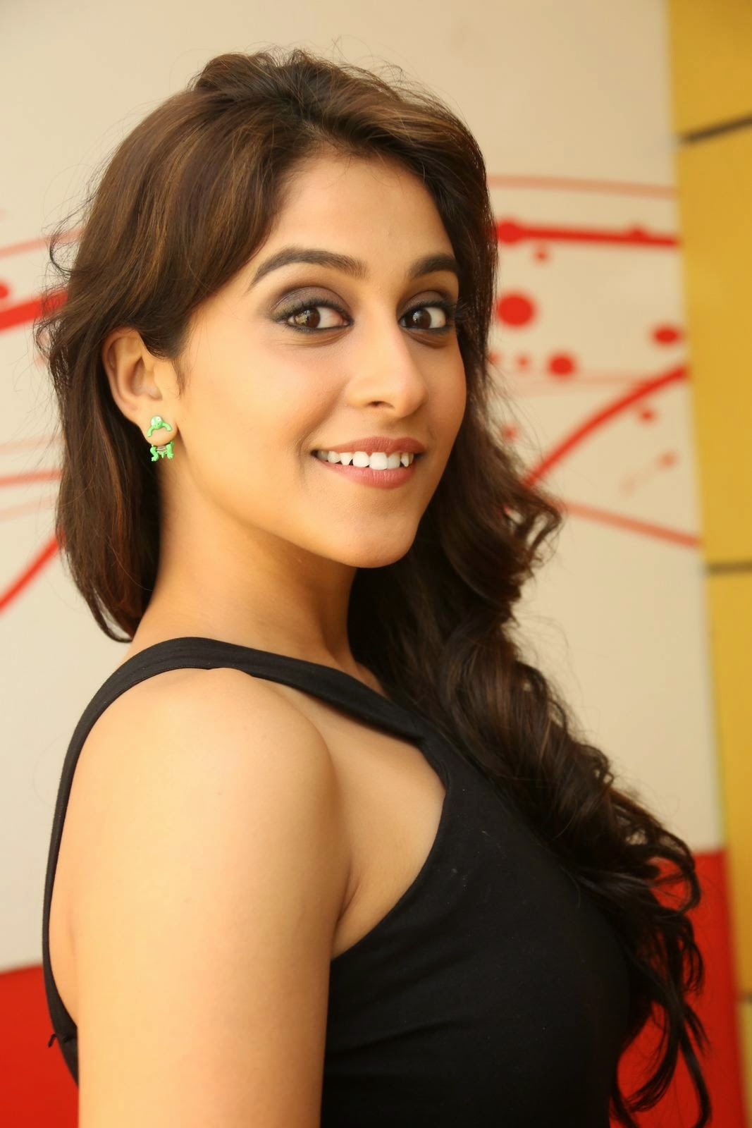 Regina Cassandra Looks Gorgeous in Short Black Dress at ...