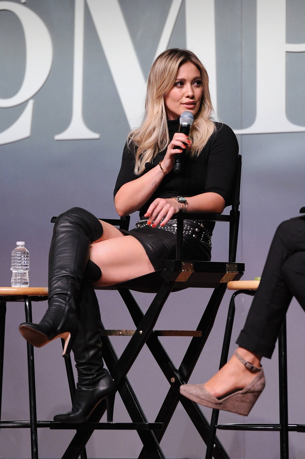 lovely ladies in leather hilary duff in a leather mini skirt