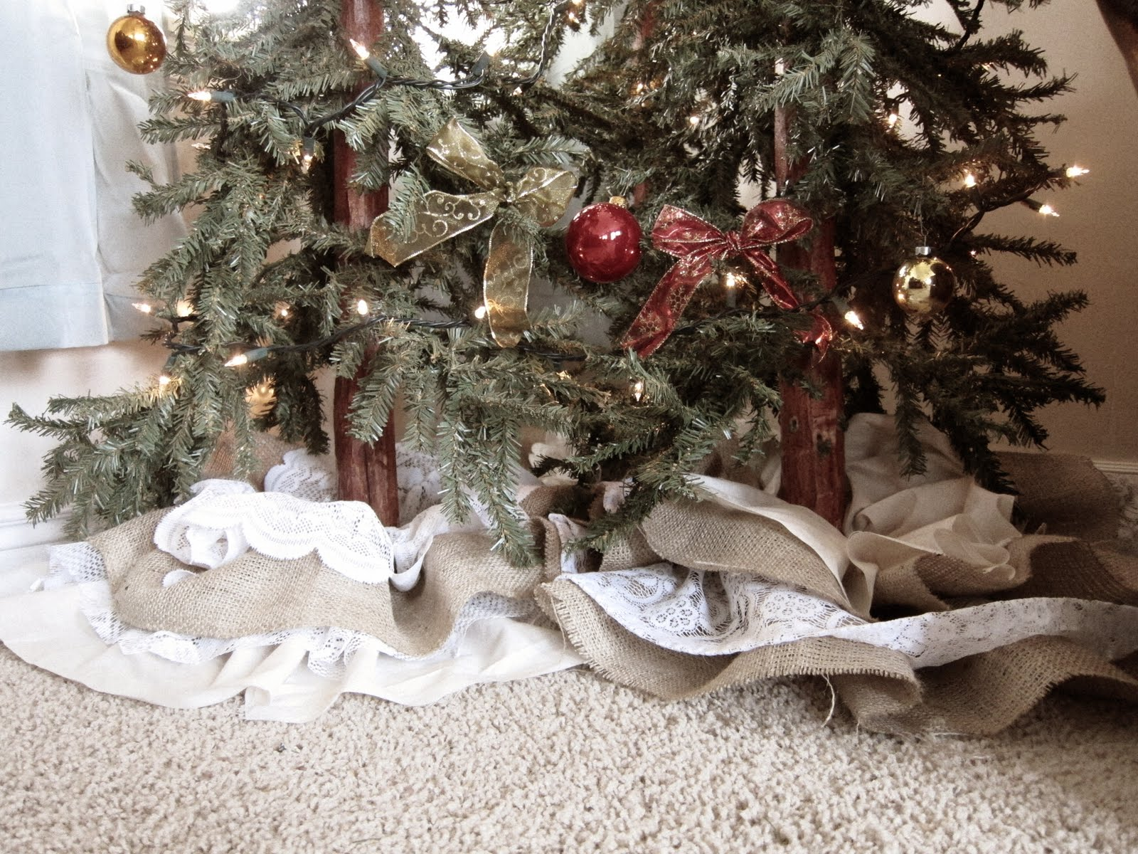 Do it yourself divas diy small christmas tree skirt diy small christmas tree skirt solutioingenieria Image collections