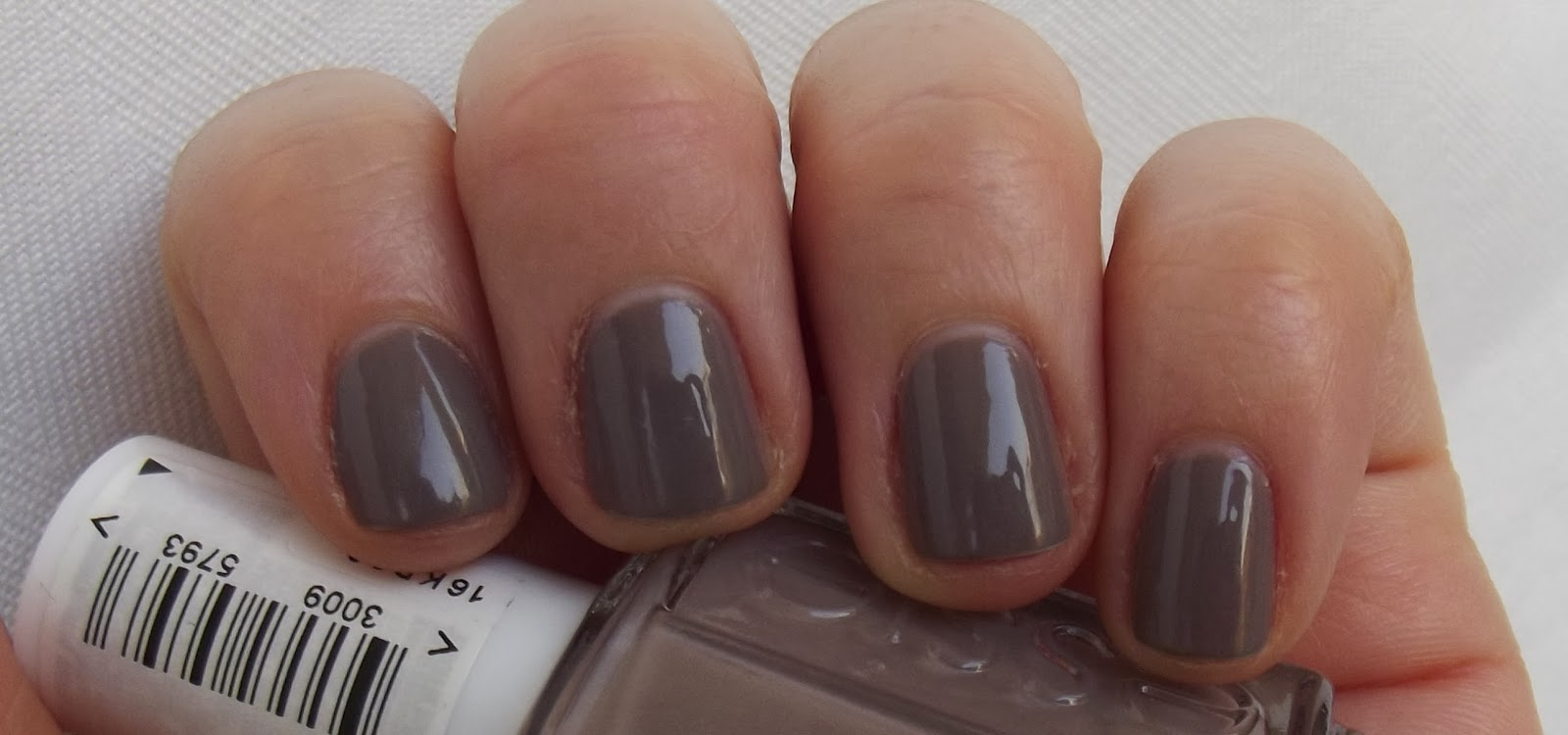 Job Interview Nails - Essie Chinchilly | 7 hills of beauty