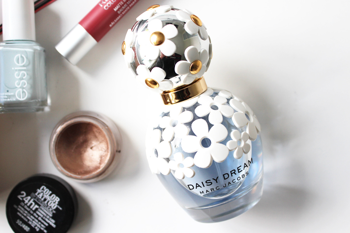MOST LOVED // November '14 - Marc Jacobs Daisy Dream Perfume - CassandraMyee