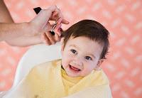 Có nên cắt tóc cho bé vào mùa hè ?