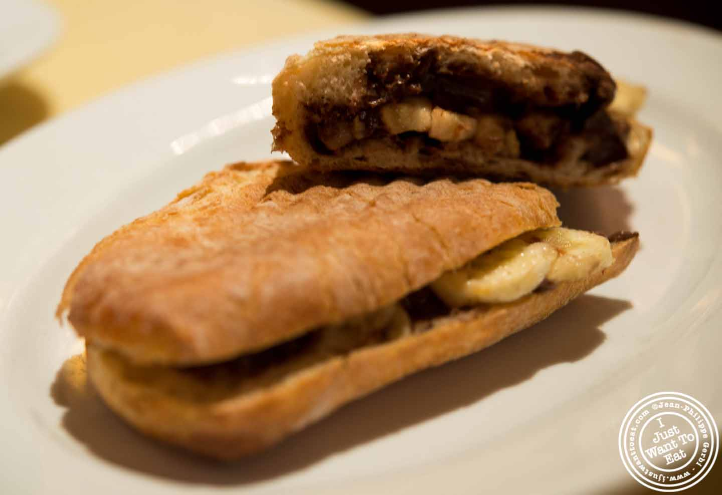 Anyway, I could not not order their nutella and banana sandwich!!!