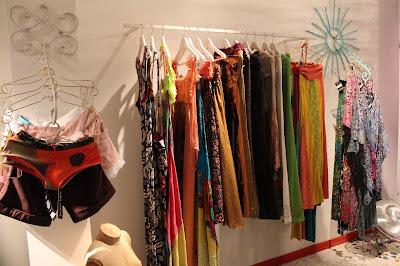 sucursal del diseño, feria del diseño independiente, cali diseñadores, moda arte y cafe, la juana granada, colores vivos en la juana, moda en la juana, arte, samara wells, Feria de diseñadores, cali valle del cauca, emprendimiento cultural en cali, cultura y arte en cali vallle del cauca, moda colombia, arte colombia