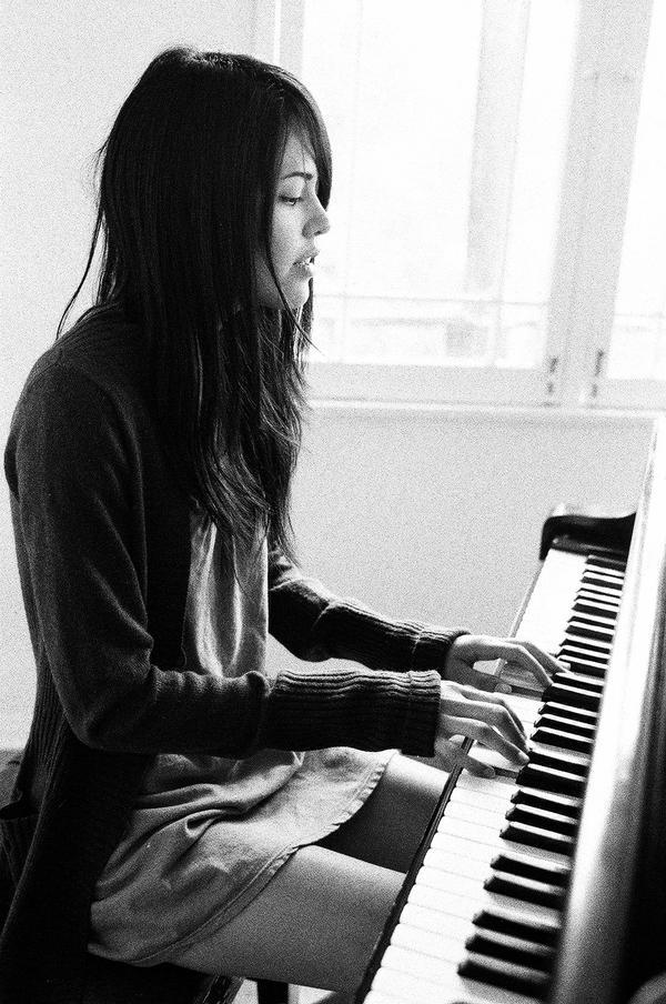 nude women playing piano