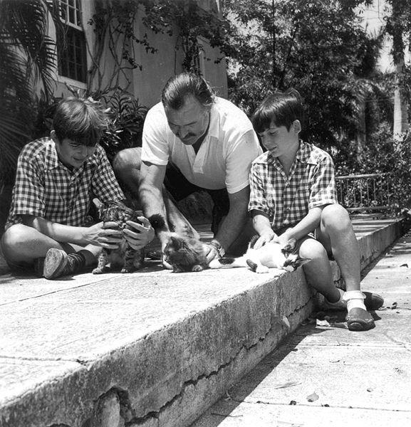 Ernest Hemingway con sus hijos