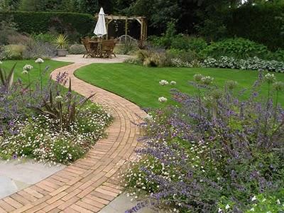 Familjen villa grande maj 2011 for Garden path designs uk