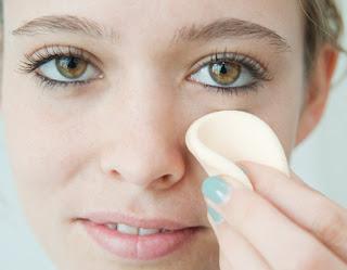 Como es posible esconder las manchas de pigmento sobre la persona