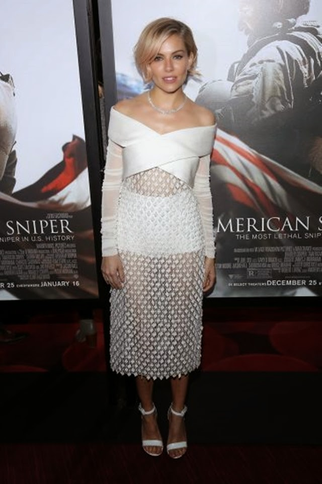 O que a famosa Sienna Miller veste
