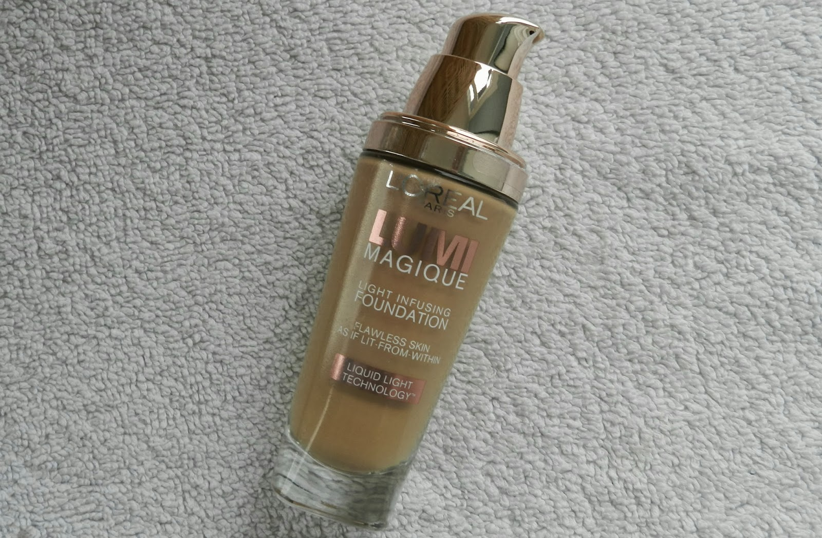 Lumi Manique Light Infusing Foundation Review | Rachael Edwards
