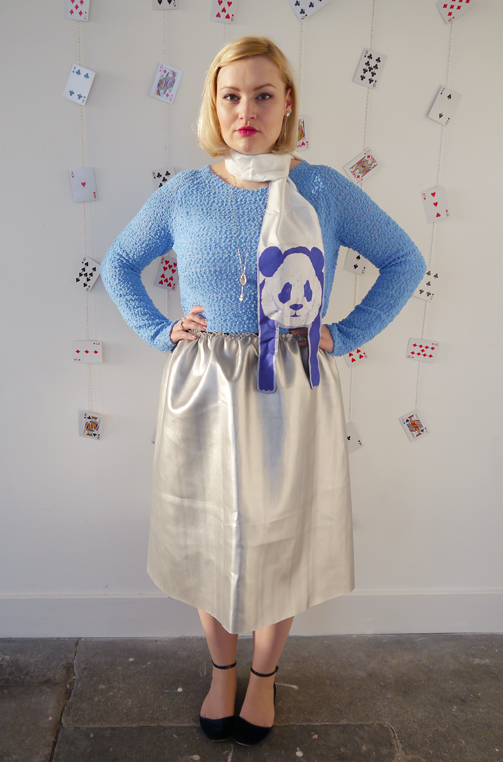 Alice in Wonderland, Karen Smith Jewellery, drink me, style inspiration, how to tie a hair bow, Cleo Ferin Mercury panda scarf, Scottish blogger, steampunk, DIY silver circle skirt