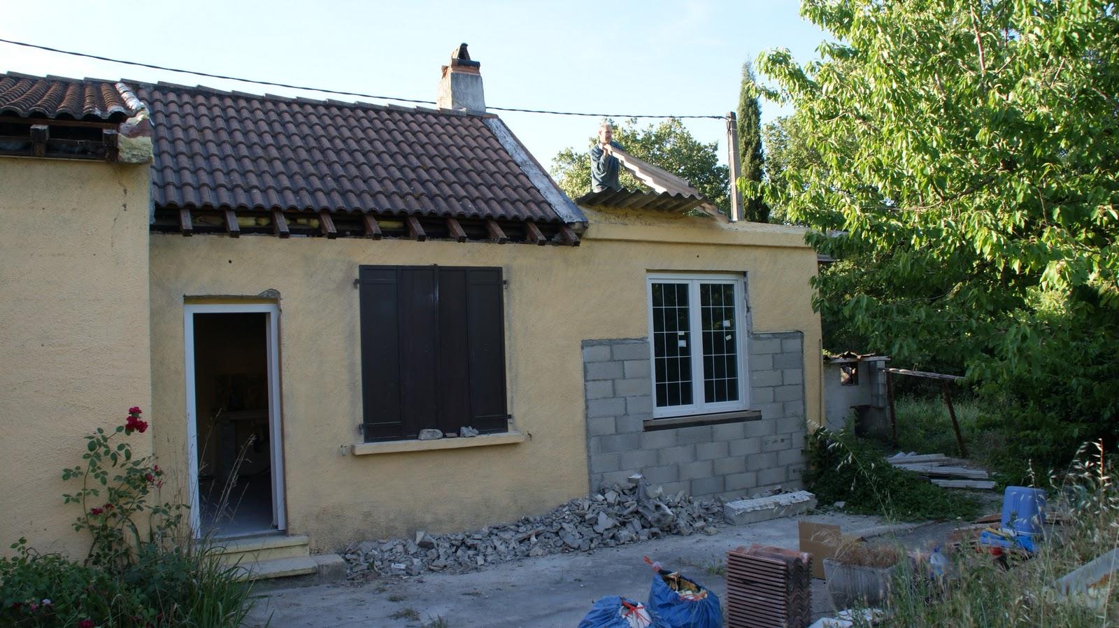 Belvezet mas de l 39 ancienne eglise juin 2011 d montage de la toiture en fibro ciment - Reglementation demontage toiture fibro ciment ...