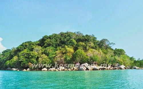 Gua harta karun di Pulau Nangka, Melaka. Harta Karun tersembunyi dalam gua. Harta karun yang mengandungi jongkong emas, takhta dan pakaian diraja. kewujudan harta karun peninggalan zaman Kesultanan Melayu Melaka yang dianggarkan bernilai berbilion ringgit di dalam gua itu.