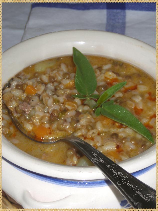 Zuppa con lenticchie, farro, patate e salsiccia