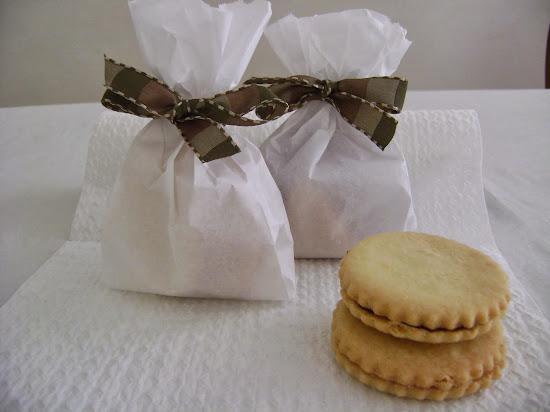 biscoitinhos recheados com ganache de chocolate