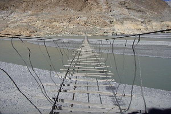 8 Jembatan Paling Menyeramkan Di Dunia