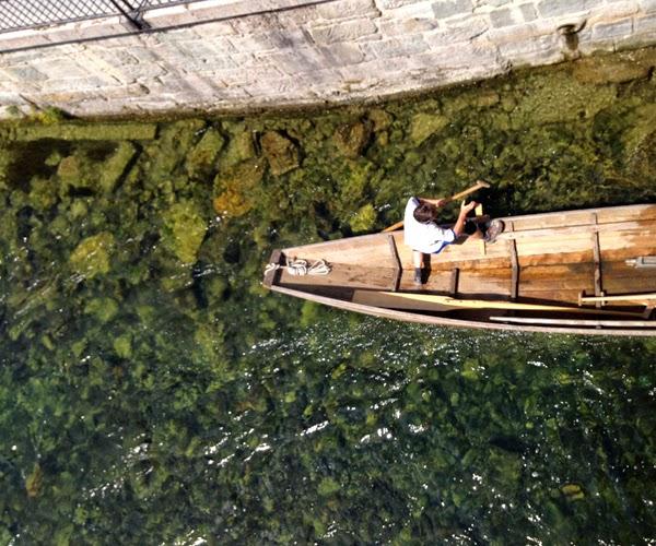 Blog we are white lions Zürich Zurich Limmat Boot Paddel Stechpaddeln Wasser Fluss Schweiz Switzerland