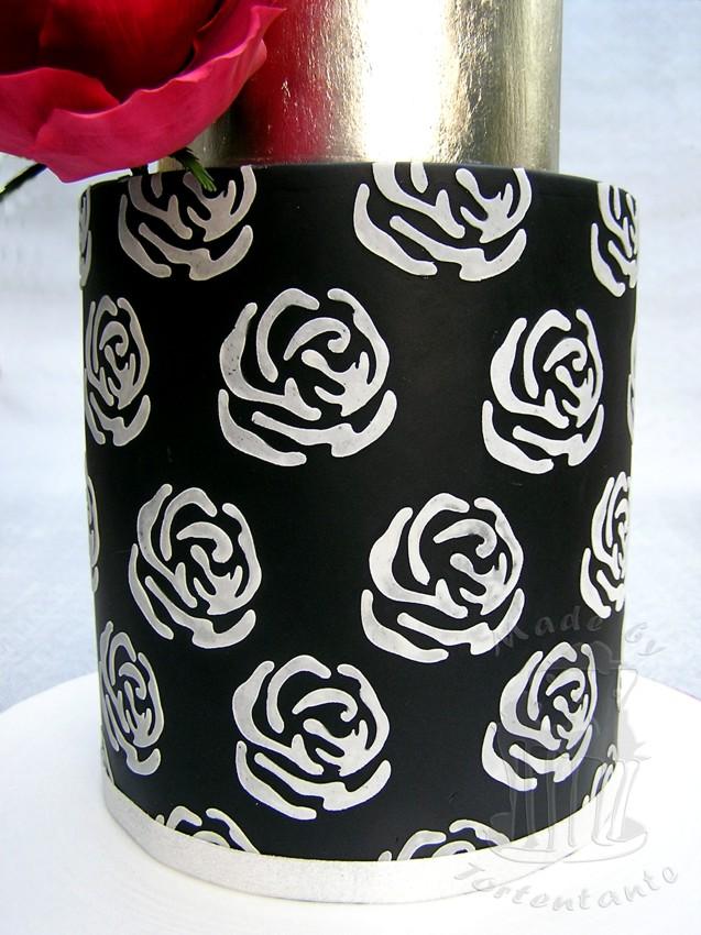 Schwarz silber Torte mit roter Zuckerrose cricut wedding cake
