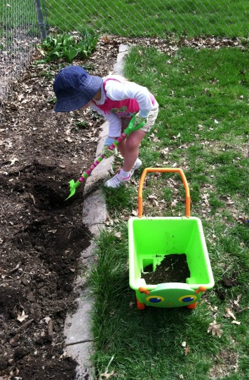 5 Tips for Gardening with Kids - Gardening With Kids {Weekend Links} from HowToHomeschoolMyChild.com