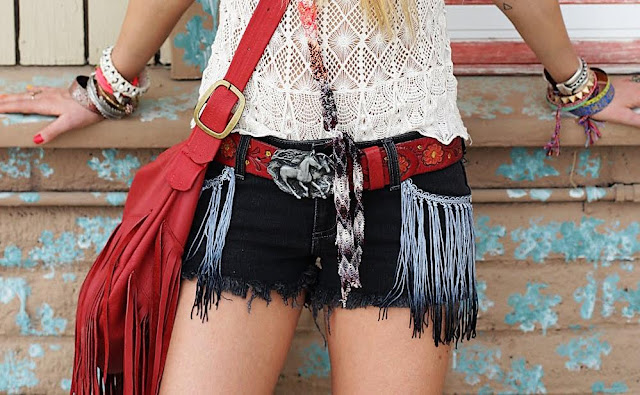 fringe pockets,fringe shorts,fringe diy,fringed shorts,diy,cloth diy,festival shorts,festival outfit,concert outfit,cheyenne meets chanel,