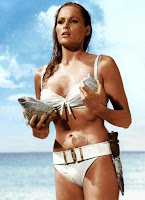Ursula Andress James bond 007 scene