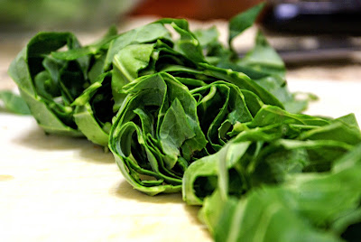 Chopped spinach for a super salad