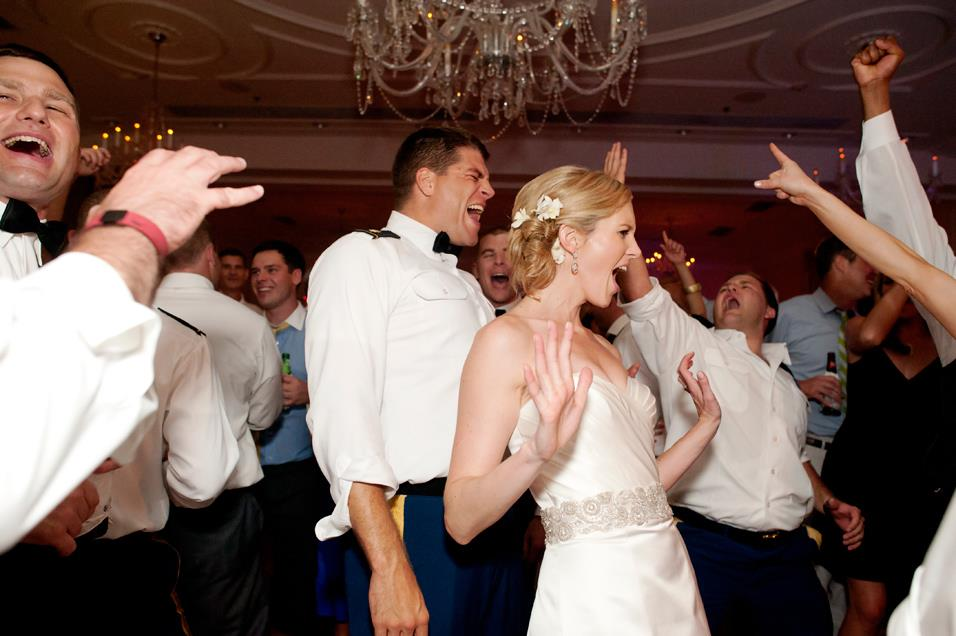 Inn the loop our top ten secrets to a fun wedding reception for Fun things for wedding receptions