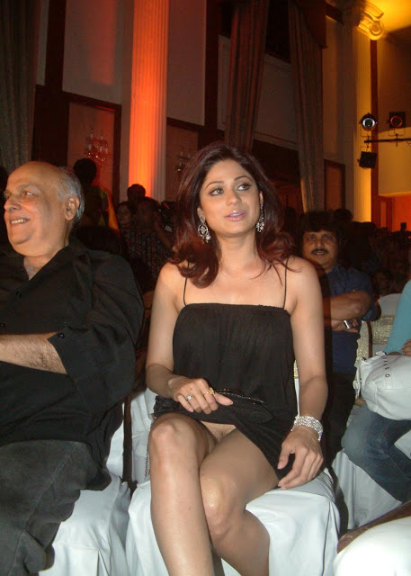 actress shilpa shetty panty visible on function
