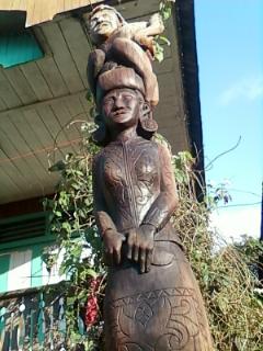 "Kayu Ukiran Belontang ""tempat tambatan Kerbau sewaktu acara Kwangkay"