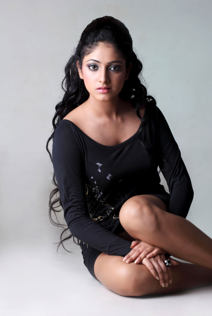 Beautyful Thigh Show Haripriya Cute