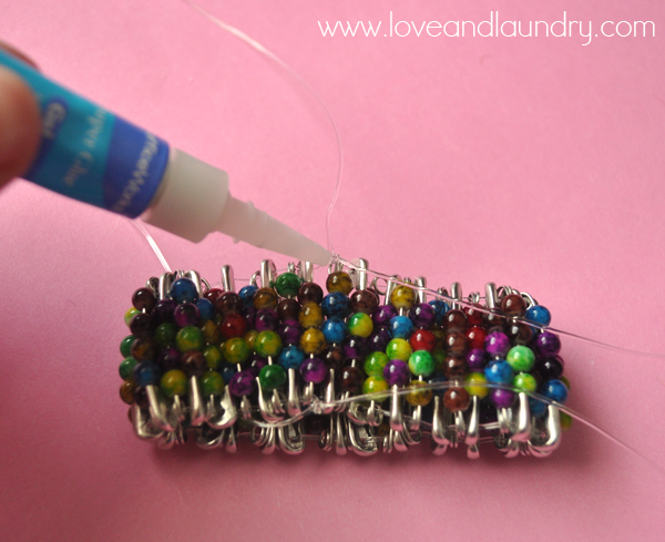 safety+pin+and+bead+bracelet+step+7.jpg