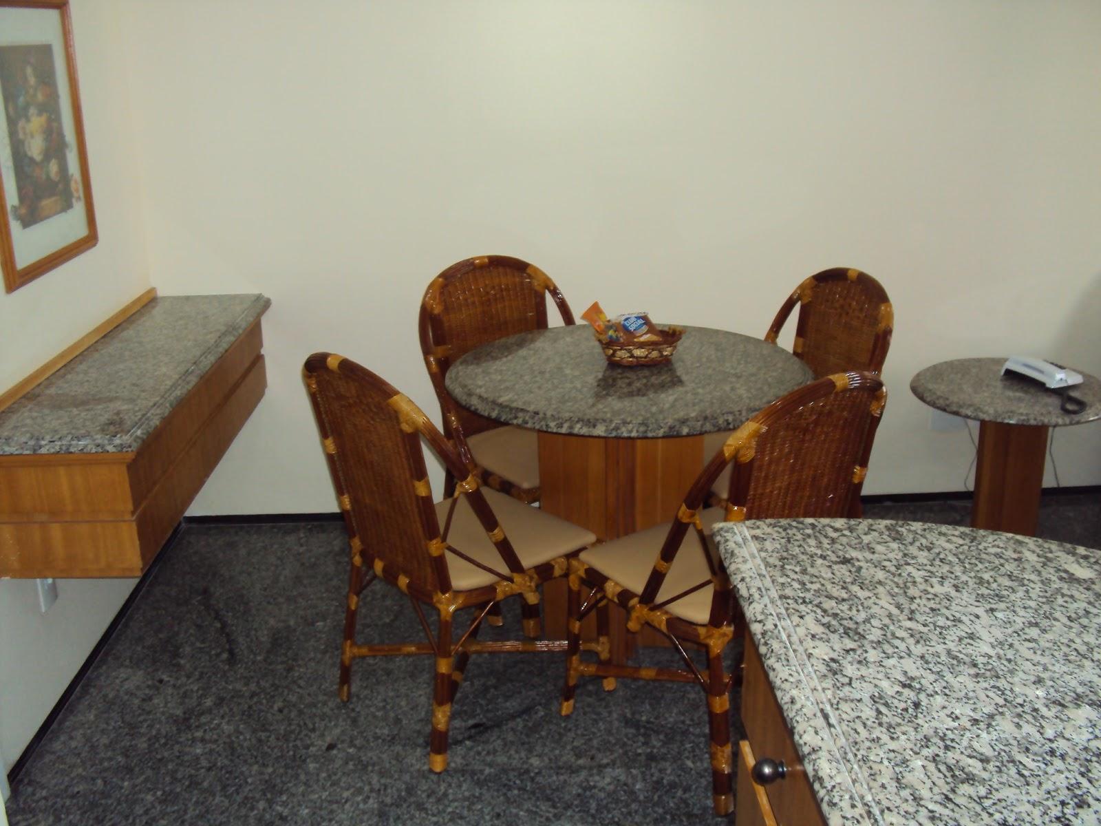 Imagens de #68401D Na cozinha temos eletrodomésticos de fácil manuseio como: cafeteira  1600x1200 px 3548 Blindex Banheiro Fortaleza