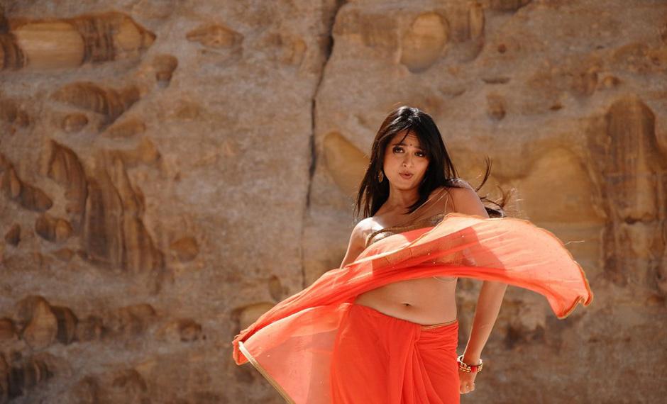Actress Anushka Navel Show Photos