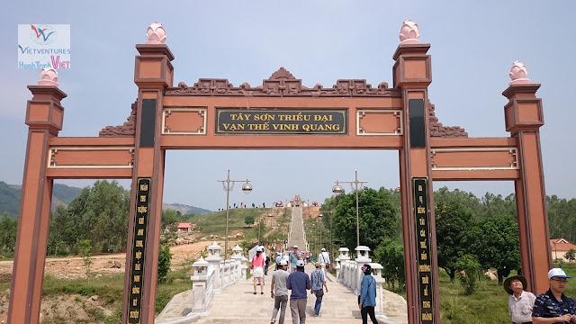 Tham quan Bảo Sơn Thiên Ấn ở Bình Định