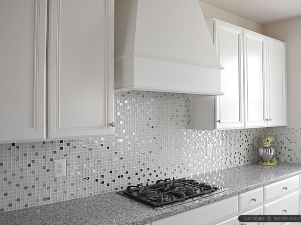 So It Is A Good Choice To Use Glass Tile As Backsplash Which Can Enrich  Beauty And Light To The Kitchen.