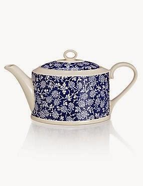 Kitchenalia - Teapots & Cosies