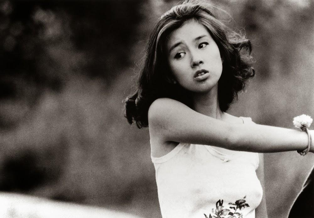 タンクトップの秋吉久美子