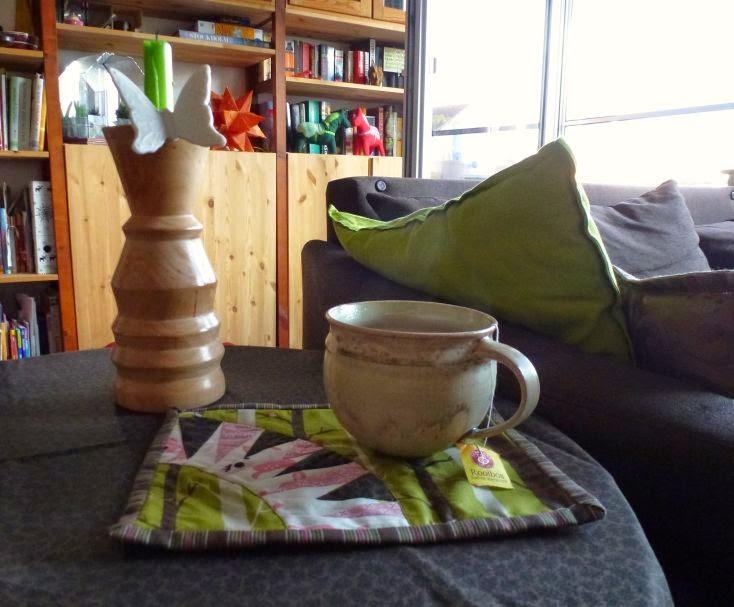 Mug Rug in grün, braun, pink
