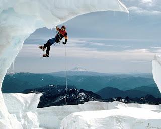 http://1.bp.blogspot.com/-hL42os19IuM/T-tx1V9r2CI/AAAAAAAAAfA/MiKGkg8Zh-A/s320/alpinistul.jpg