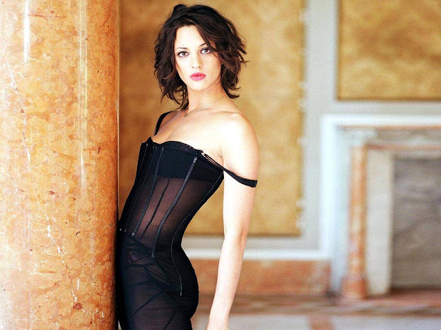 Hot Pictures of Asia Argento