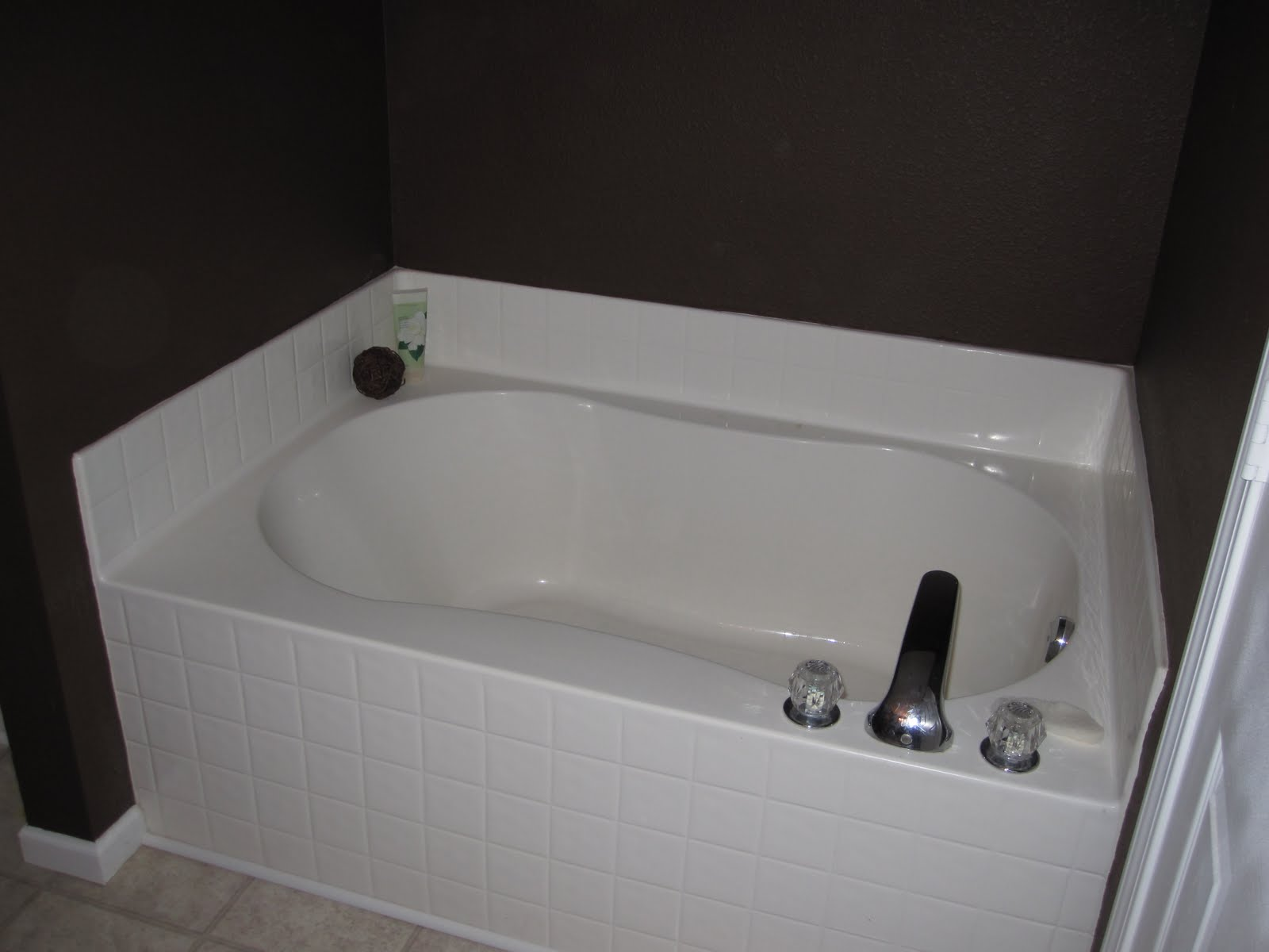 Thrifty Like Me: Master Bathroom: Garden Tub