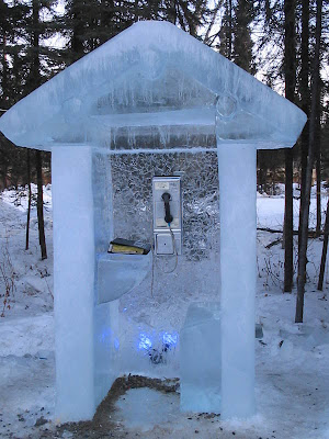 18 Creative and Unusual phone Booths (27)  1