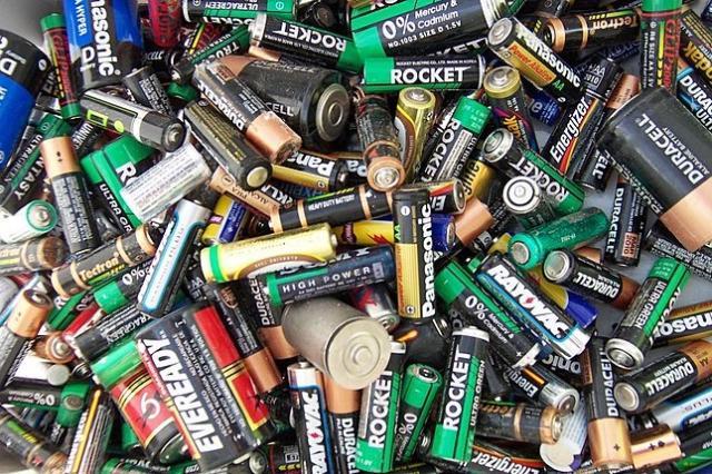 Las pilas son más costosas que la energía eléctrica- Nicolas Veracierta